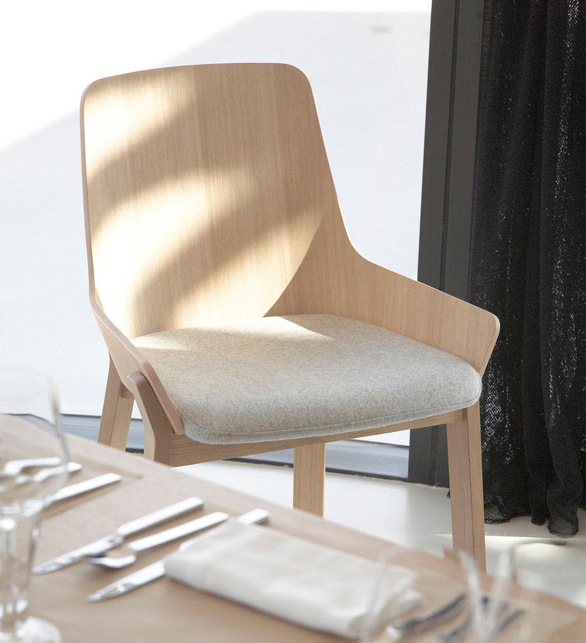 Koila-solid-oak-chair-design-iratzoki-lizaso